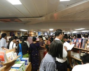1,000's of readers swarmed the ship.